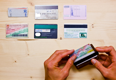 Wowa fa pénztárca akár 6 kártya számára is.