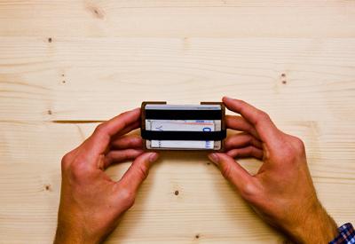 Egyetlen Wowa fából készült pénztárca, ami elfér a zsebedben!